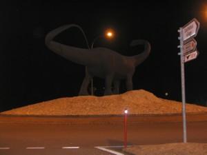 Dinosaure dans un rond-point